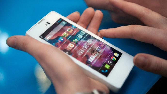 YotaPhone smartphone. (RIA Novosti/Anton Belitskiy)