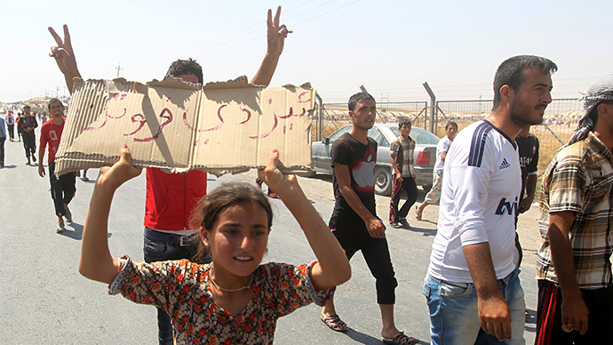 Displaced Iraqi Yazidis, who fled a jihadist onslaught on Sinjar, demonstrate demanding more aid at the Bajid Kandala camp in Kurdistan's western Dohuk province, on August 13, 2014. (AFP Photo / Ahmad Al-Rubaye)
