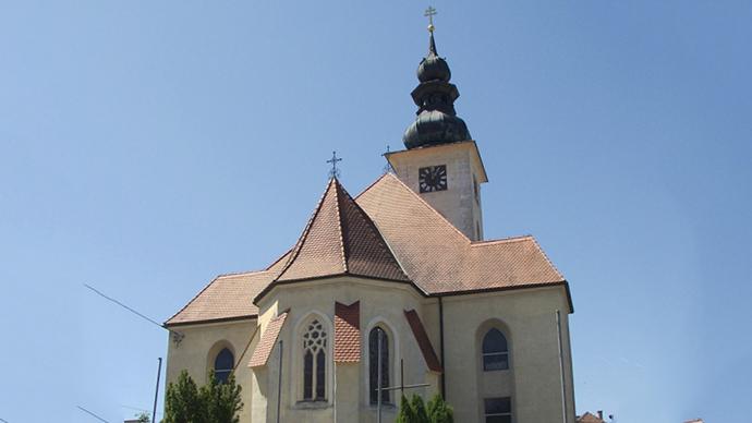 Hoersching kirche (Photo by Dergreg / wikipedia.org)