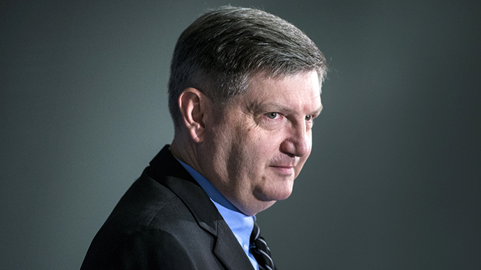 New York Times investigative reporter James Risen, who has been threatened with prison for his reporting,  speaks during an event at the National Press Club August 14, 2014 in Washington, DC. (AFP Photo / Brendan Smialowski)