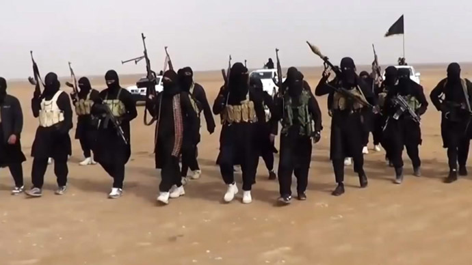 An image grab taken from a propaganda video uploaded on June 11, 2014 by jihadist group the Islamic State of Iraq and the Levant (ISIL) allegedly shows ISIL militants gathering at an undisclosed location in Iraq's Nineveh province. (AFP Photo)