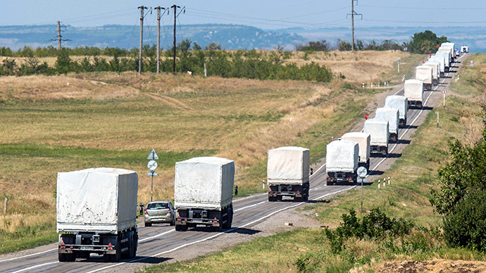 Lorries part of a Russian humanitarian convoy approach a checkpoint at the Ukrainian border some 30 km outside the town of Kamensk-Shakhtinsky in the Rostov region, on August 17, 2014. (AFP Photo / Dmitry Serebryakov)