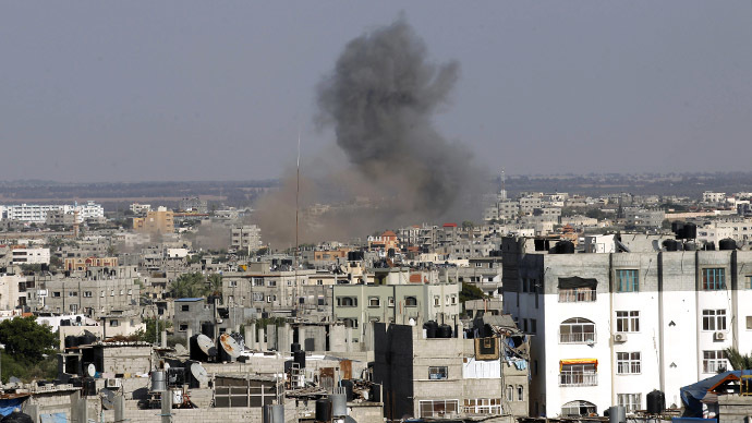 Smoke billow following an Israeli air strike in Rafah, in the southern of Gaza Strip, on August 19, 2014. (AFP Photo / Said Khatib)