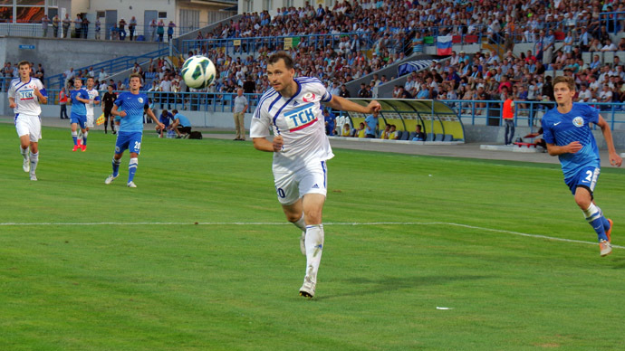 Players in the 3rd-round Russian Championship League Zone South between football clubs SKCHF (Sevastopol) and TSC (Simferopol). (RIA Novosti/Vasiliy Batanov)