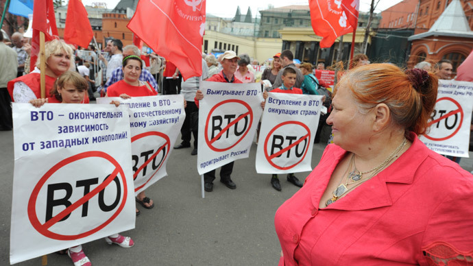 CPRF activists protest against Russia's joining the World Trade Organization (WTO) on Revolution Square in Moscow.(RIA Novosti / Kirill Kallinikov)