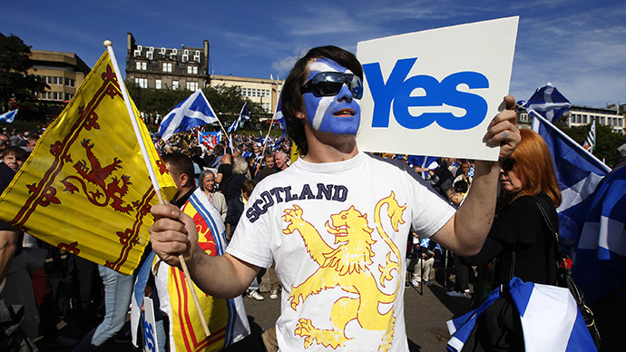 Demonstrators take part in a pro-independence rally in Princes Street gardens in Edinburgh, Scotland (Reuters / David Moir)