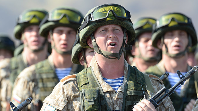 Army servicemen of the 31st Individual Assault Brigade at the joint exercises of the CSTO Collective Rapid Reaction Force at the Spassk proving ground in Kazakhstan's Karaganda Region on August 18, 2014. (RIA Novosti / Sergey Kuznecov)
