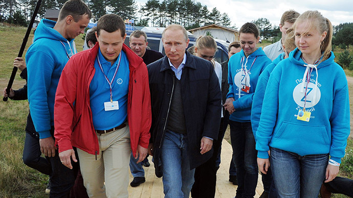 Russia's President Vladimir Putin (C) attends the youth forum 'Seliger-2014' at the Seliger lake, northern Russia, on August 29, 2014. (AFP Photo / RIA Novosti / Mikhail Klimentyev)