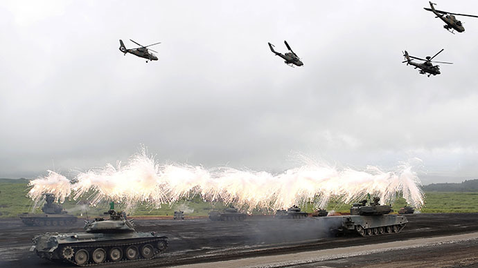 Japanese Ground Self-Defense Force armoured tanks fire during an annual training session near Mount Fuji at Higashifuji training field in Gotemba, west of Tokyo, August 19, 2014. (Reuters / Yuya Shino)