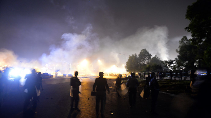 Pakistani riot policemen take position during clashes with opposition supporters near the prime minister's residence in Islamabad on August 30, 2014. (AFP Photo/Aamir Quresh)
