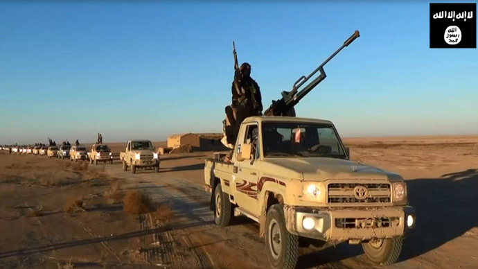 An image grab taken from a propaganda video uploaded on June 11, 2014 by jihadist group the Islamic State of Iraq and the Levant (ISIL) allegedly shows ISIL militants driving at an undisclosed location in Iraq's Nineveh province. (AFP Photo)
