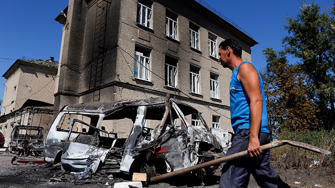 A man walks past vehicles destroyed during the recent shelling in the eastern Ukrainian town of Ilovaysk, August 31, 2014 (Reuters / Maxim Shemetov)