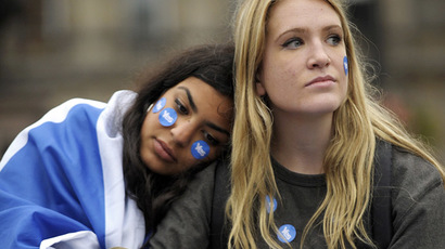 Pro-independence supporters console one another in George Square in Glasgow, Scotland, on September 19, 2014. (AFP Photo/Andy Buchanan)