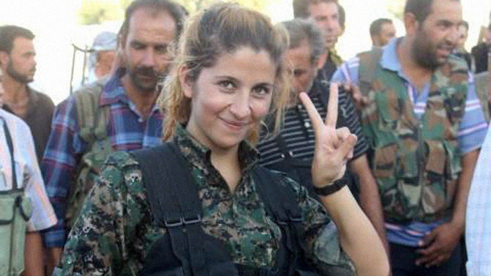 Female Kurdish fighter known as 'Rehana' (Image from Twitter user / @PawanDurani)