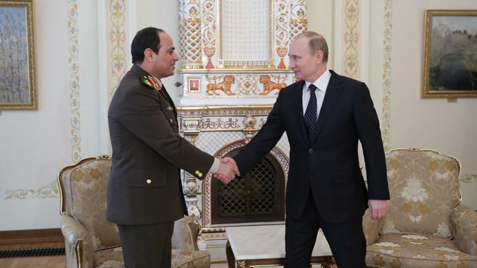 Russian President Vladimir Putin (R) and Abdel Fattah el-Sisi  (RIA Novosti / Mihail Metzel)