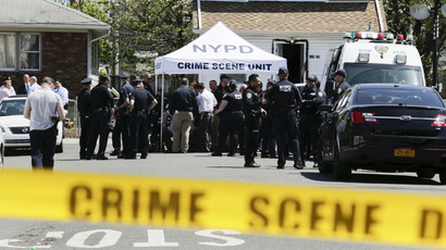 NYPD officers search for the weapon used to shoot New York City plainclothes police officer Brian Moore at the Queens Village, in New York May 3, 2015. (Reuters/Eduardo Munoz)