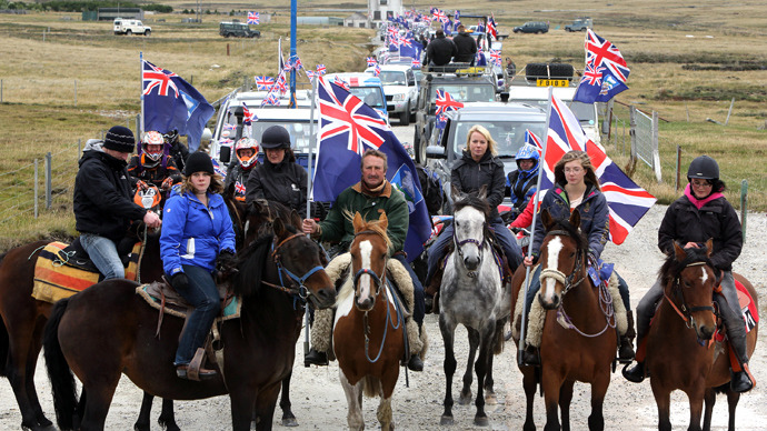 "Islanders take part in the ""Proud to be British"" parade along Ross Road in Port Stanley, Falkland (Malvinas for Argentina) Islands, on March 10, 2013 (AFP Photo / Tony Chater)"