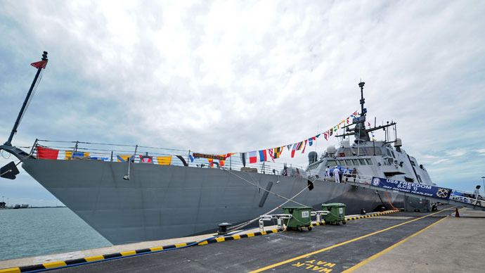 USS Freedom is seen docked at Changi Naval Base where US Secretary of the Navy Ray Mabus visited in Singapore on May 11, 2013.(AFP Photo / Roslan Rahman)