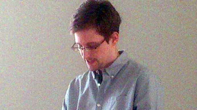 Picture released by Human Rights Watch shows US National Security Agency (NSA) fugitive leaker Edward Snowden at Moscow's Sheremetyevo airport, on July 12, 2013.(AFP Photo / Human Rights Watch)