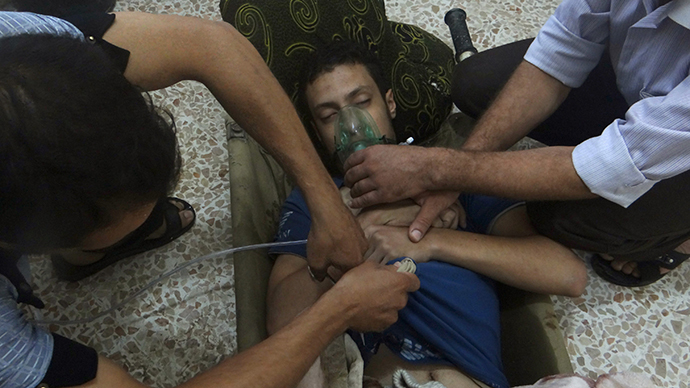 A man, affected by what activists say is nerve gas, breathes through an oxygen mask in the Damascus suburbs of Jesreen August 21, 2013. (Reuters / Ammar Dar)