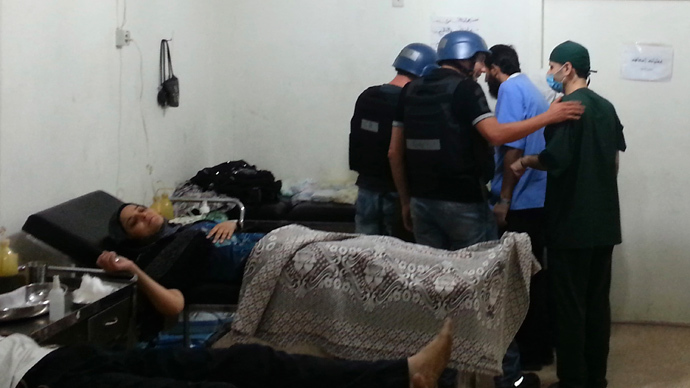 U.N. chemical weapons experts visit a hospital where wounded people affected by an apparent gas attack are being treated, in the southwestern Damascus suburb of Mouadamiya, August 26, 2013 (Reuters / Abo Alnour Alhaji)