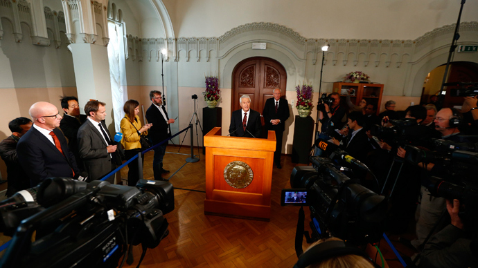 Chairman of the Norwegian Nobel Committee Thorbjorn Jagland announces the winner of the Nobel Peace Prize as committee secretary Geir Lundestad is pictured behind him at the Nobel Institute in Oslo October 11, 2013 (Reuters / Heiko Junge / NTB Scanpix)