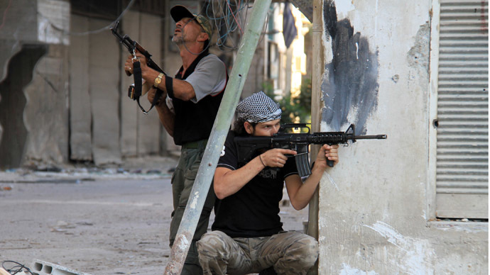 Rebel fighters hold a position on a front line in the Damascus suburb of Yalda on September 18, 2013 in Syria.  (AFP Photo)