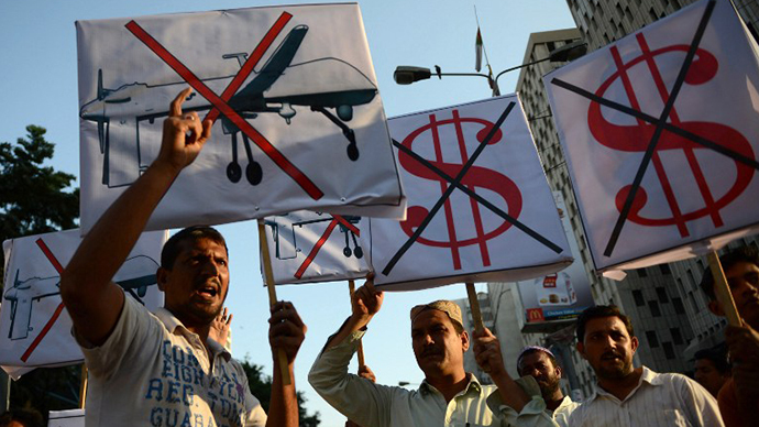 Pakistani protesters shout anti-US slogans during a demonstraion in Karachi on October 23, 2013, against US drone attacks in the Pakistani tribal region. (AFP Photo / Asif Hassan)