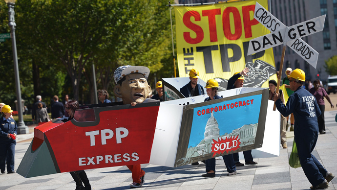 Demonstrators protesting against the Trans-Pacific Partnership (TPP) are seen on Pennsylvania Avenue, near the White House (AFP Photo / Mandel Ngan)