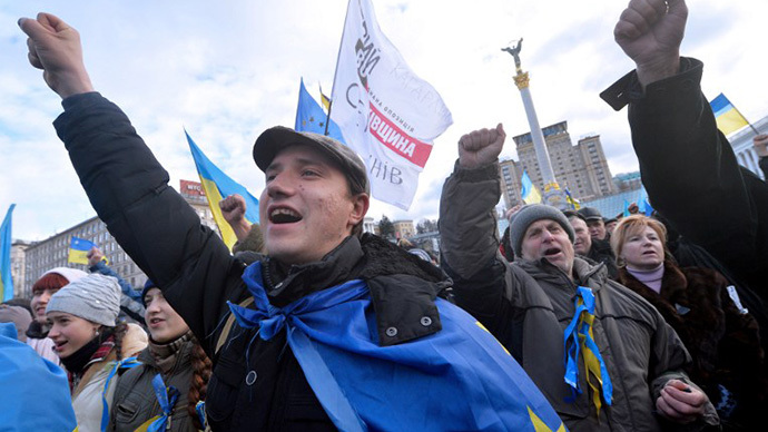 People shout slogans and wave flags of Ukraine and the European Union during a rally of the opposition on Independence Square in Kiev on December 2, 2013. (AFP Photo / Sergei Supinsky)