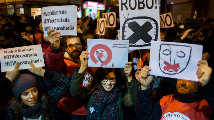 "Employees of Spanish television station ""Channel 9"", part of Valencia broadcaster RTVV, hold a banner and placards during a protest in Valencia on November 30, 2013, following the closure of RTVV. (AFP Photo / Biel Alino)"