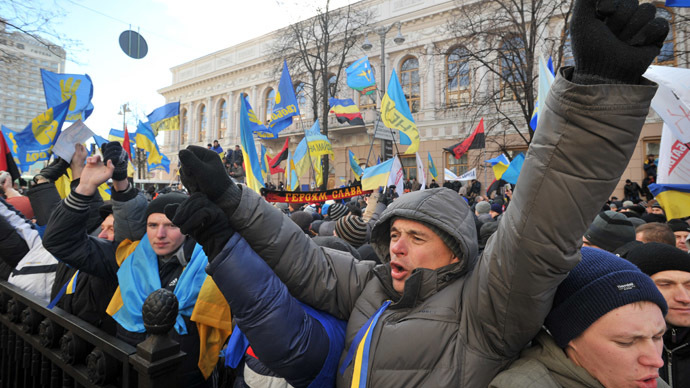 Protesters wave Ukrainian flags and shout slogans during a rally in front of the Ukrainian Parliament on December 3, 2013. (AFP Photo/Genya Savilov)