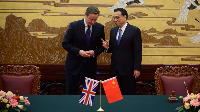 Britain's Prime Minister David Cameron (L) and China's Premier Li Keqiang arrive at a signing ceremony at the Great Hall of the People in Beijing December 2, 2013.(Reuters / Ed Jones)