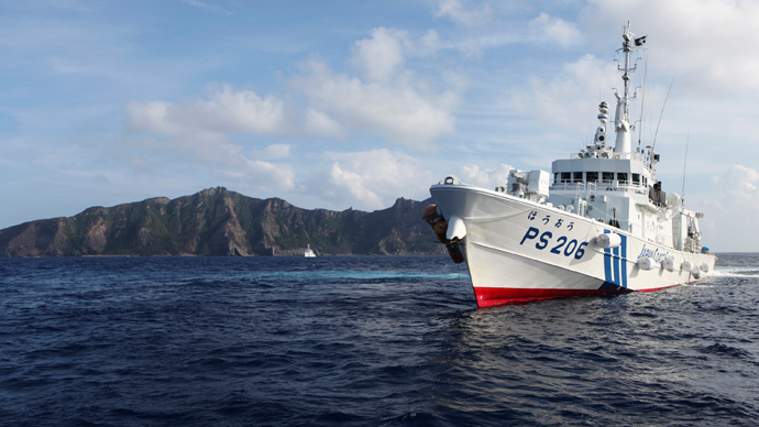 Japan Coast Guard vessel PS206 Houou sails in front of Uotsuri island, one of the disputed islands, called Senkaku in Japan and Diaoyu in China, in the East China Sea (Reuters / Ruairidh Villar)