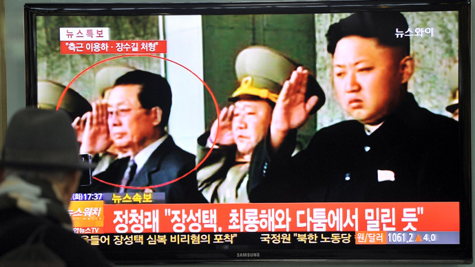 A South Korean man watches TV news about the alleged dismissal of Jang Song-Thaek, North Korean leader Kim Jong-Un's uncle, at a railway station in Seoul on December 3, 2013. (AFP Photo/Jung Yeon-Je)