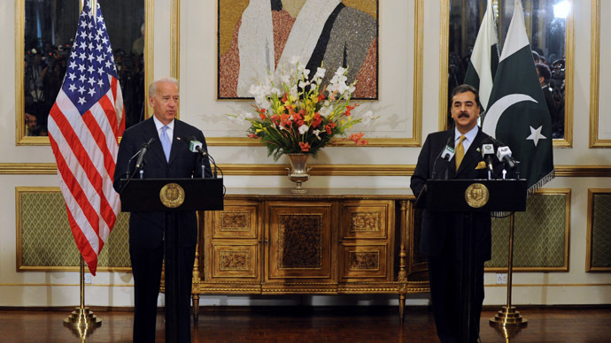 US Vice President Joe Biden (L) speaks in front of a portrait of slain Pakistani former premier Benazir Bhutto, during a joint press conference with Pakistan's Prime Minister Yousuf Raza Gilani (R) in Islamabad on January 12, 2011. (AFP Photo)