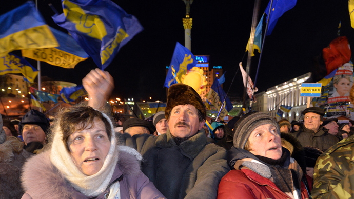 Protesters wave Ukrainian flags during an opposition rally on Independence Square in Kiev on December 10, 2013. (AFP Photo / Sergei Supinsky)