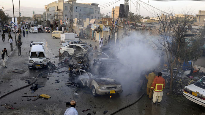 Pakistani firefighters extinguish burning vechiles after a bomb explosion in Quetta.(AFP Photo / Banaras Khan)