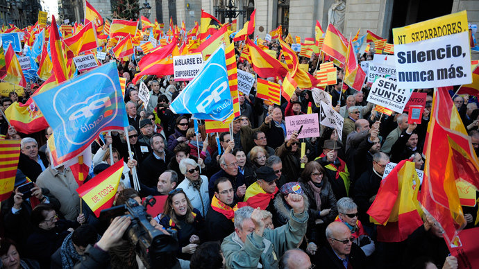 Catalans against the region's independence hold Spanish flags during a demonstration for the unity of Spain and against the independence of Catalonia marking the Spanish constitution Day in Barcelona on December 6, 2013 (AFP Photo / Josep Lago)