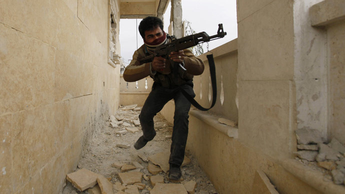A Free Syrian Army fighter aims his weapon as he takes a position in Aleppo's Sheikh Saeed neighbourhood December 4, 2013. (Reuters/Molhem Barakat)