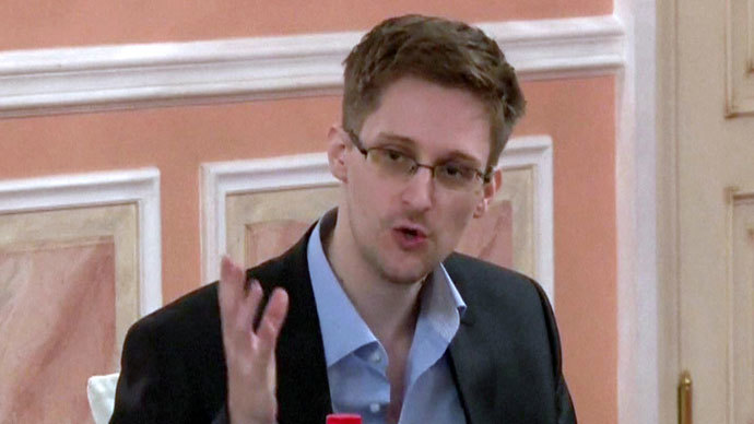 US intelligence leaker Edward Snowden speaking during a dinner with US ex-intelligence workers and activists in Moscow on October 9, 2013. (AFP Photo / wikileaks.org)