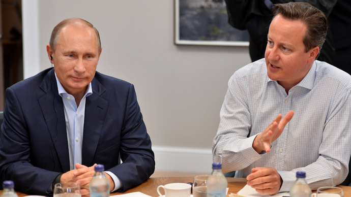 Russia's President Vladimir Putin (L) talks with Britain's Prime Minister David Cameron. (AFP Photo/Ben Stansall)