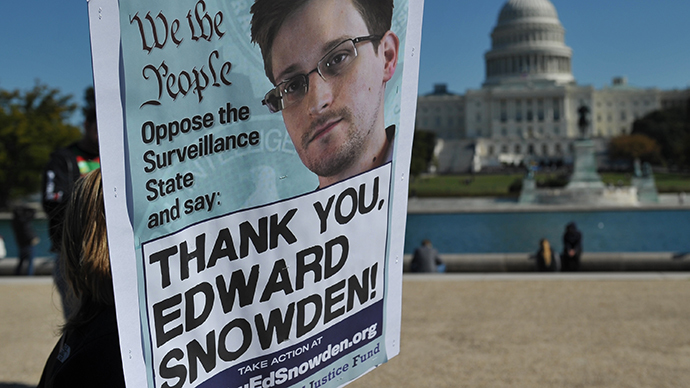 Demonstrators hold placards supporting former US intelligence analyst Edward Snowden during a protest against government surveillance on October 26, 2013 in Washington, DC. (AFP Photo / Mandel Ngan)