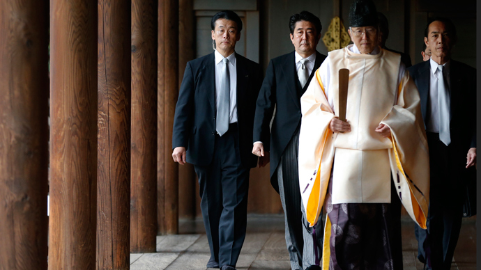 Japan's Prime Minister Shinzo Abe (2nd L) is led by a Shinto priest as he visits Yasukuni shrine in Tokyo December 26, 2013 (Reuters / Toru Hanai)