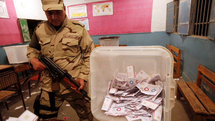 An Egyptian army soldier stands guard as officials count ballots after polls closed during the final stage of a referendum on Egypt's new constitution at the constitutional referendum commission in Cairo, January 15, 2014. (Reuters)
