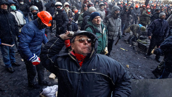 A pro-European integration protester throws stones towards riot police in Kiev January 23, 2014.(Reuters / Vasily Fedosenko)