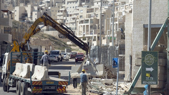 Labourers work at a housing construction site in the Israeli settlement of Har Homa in east Jerusalem on February 27, 2013. (AFP Photo / Menahem Kahana)