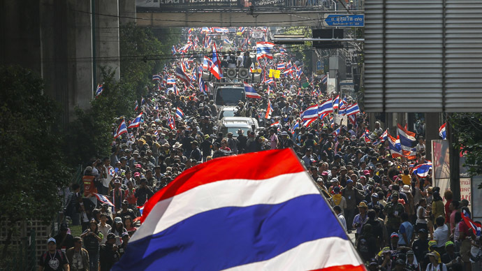 Anti-government protesters take part in a rally in central Bangkok January 30, 2014. (Reuters/Athit Perawongmetha)