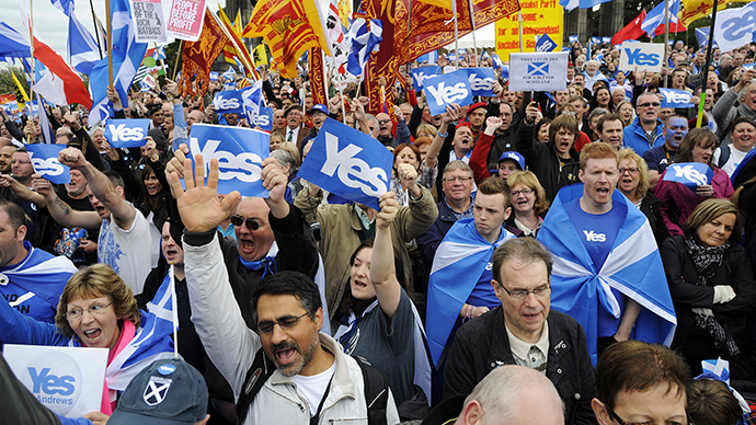 Pro-independence supporters as they gather for a rally in Edinburgh on September 21, 2013. (AFP Photo / Andy Buchanan)