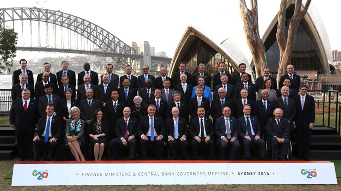 Central Bank Governors and Finance Ministers of G20 countries pose for a family picture near the Sydney Opera House and Sydney Harbour Bridge, February 22, 2014.(Reuters / Rob Griffith)